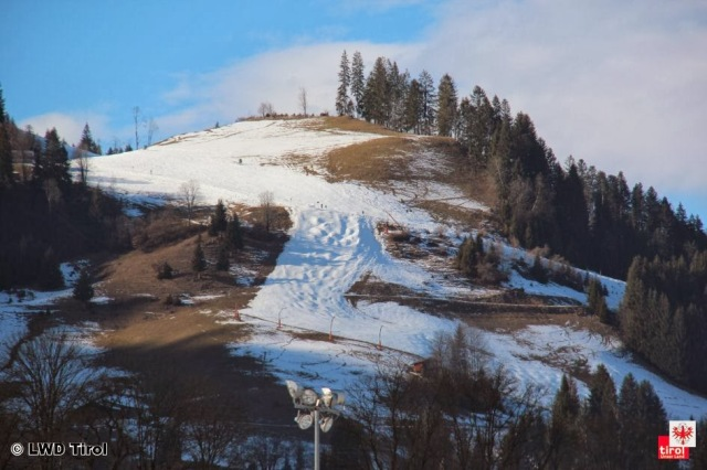 Minimal snow in Kitzbuhel, Austria on February 7, 2014. Photo courtesy: Lawinenwarndienst Tirol.